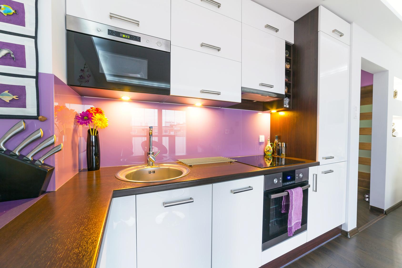 Hochglanzfronten in der Küche reinigen