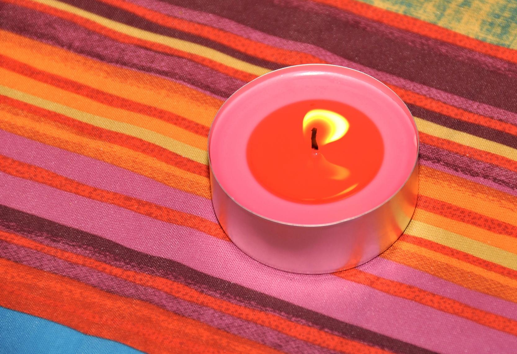wachsflecken aus kleidung und tischdecke entfernen. Black Bedroom Furniture Sets. Home Design Ideas