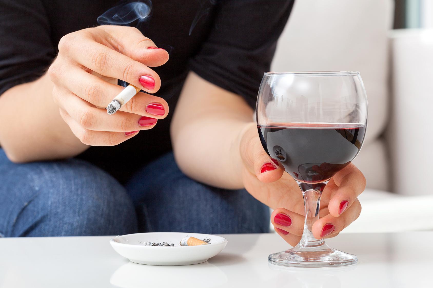 zigarettengeruch mit essig aus der wohnung entfernen. Black Bedroom Furniture Sets. Home Design Ideas
